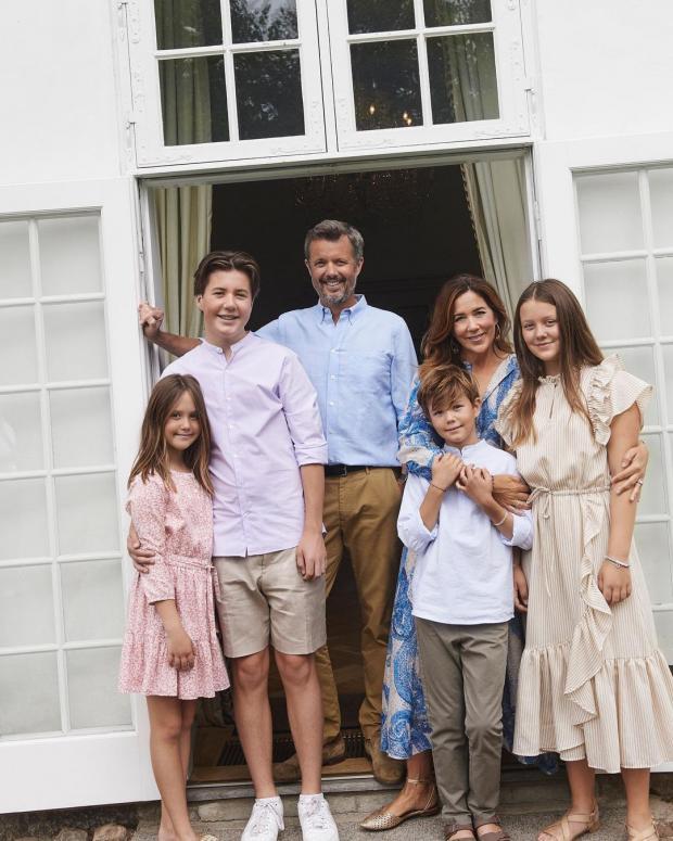 Принц Фредерик с женой и детьми