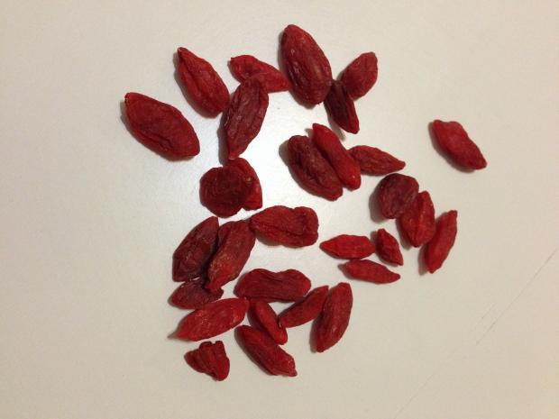 горсть ягод годжи