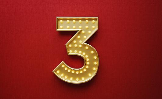 золотая цифра 3 на красном фоне