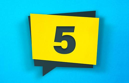 цифра 5 на желтом фоне
