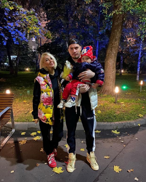 Леря Кудрявцева с семьй