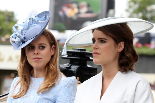 Принцессы Евгения и Беатрис едут в карете