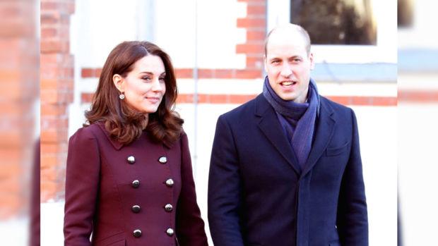 Кейт Миддлтон в бордовом пальто и Принц Уильям в темно-синем пальто