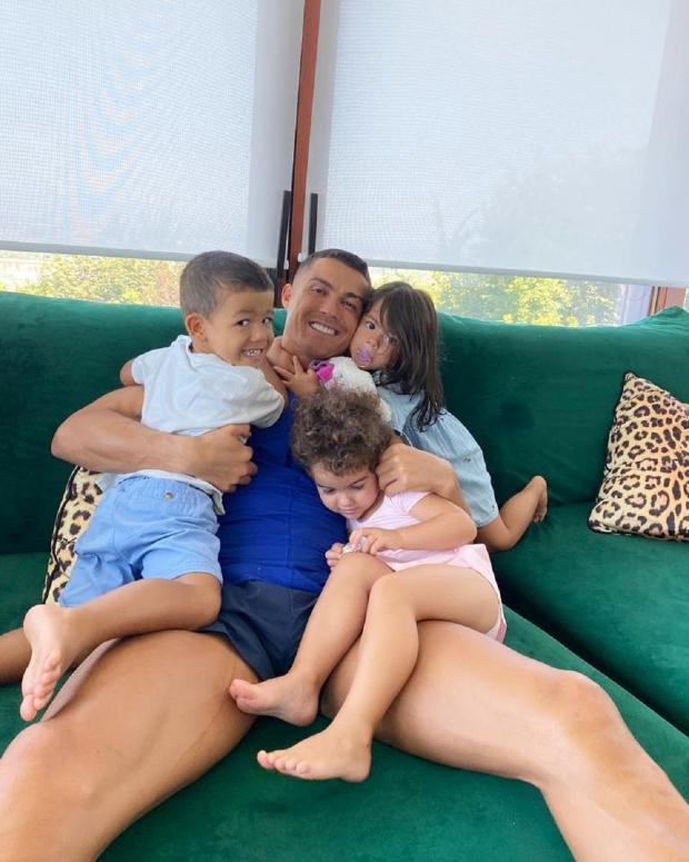Роналду с детьми