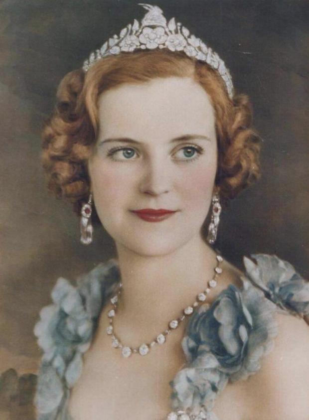 Архивный портрет молодой жены самопровозглашенного короля Албании