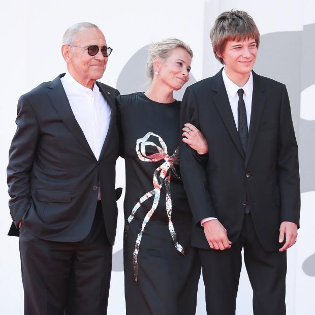 Андрей Кончаловский с женой и сыном