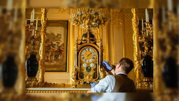перевод часов в королевском замке