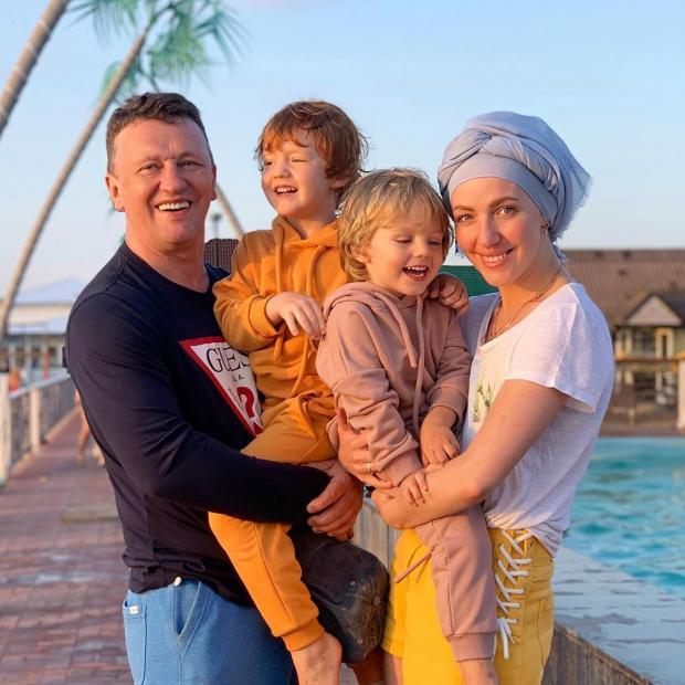 Галина Боб с мужем и сыновьями