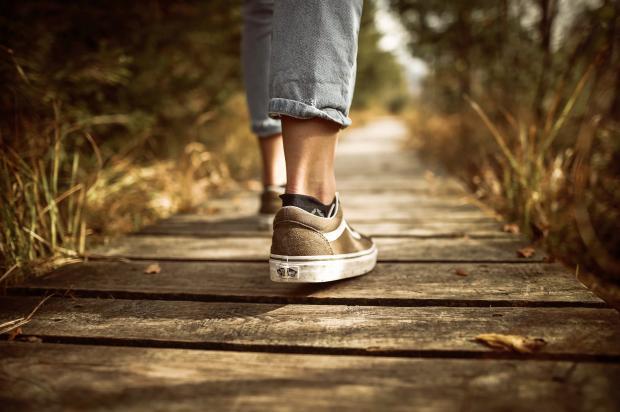 Ноги на дорожке