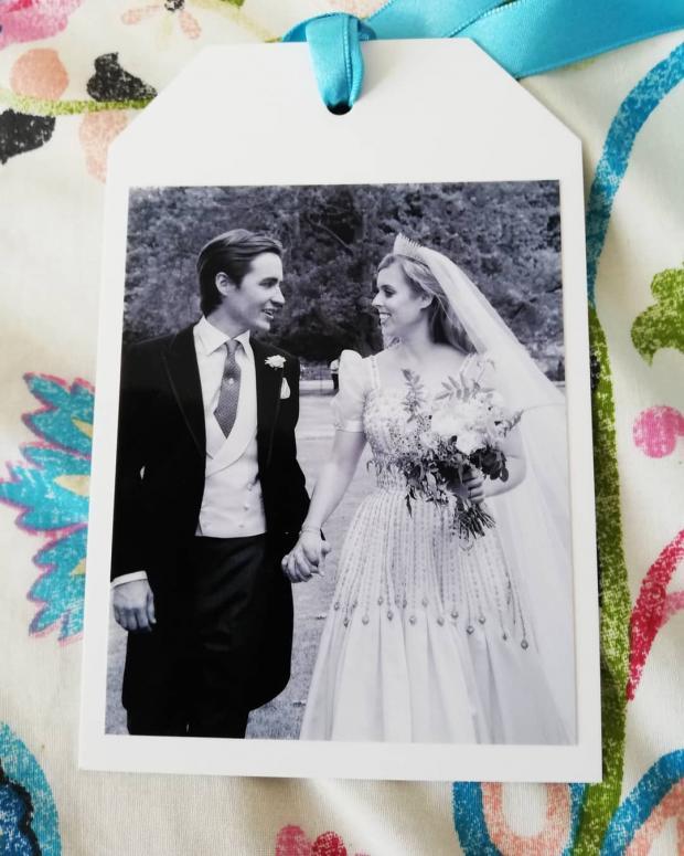 Принцесса Беатрис в свадебном платье и Эдо в смокинге