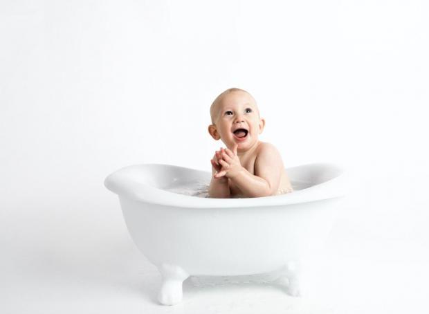 Мальчик в ванне
