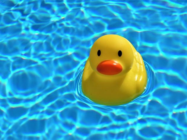 Резиновая уточка в воде