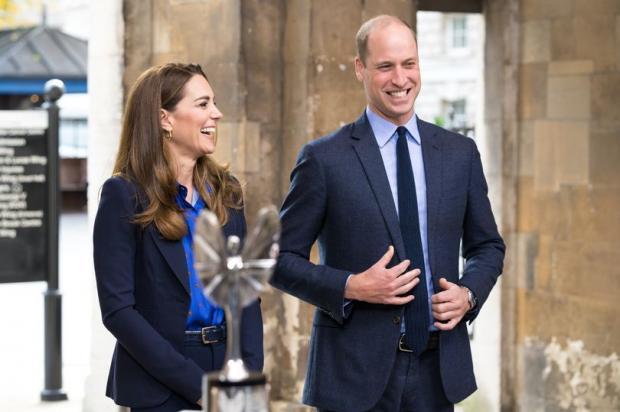 Кейт Миддлтон и Принц Уильям с масками для лица