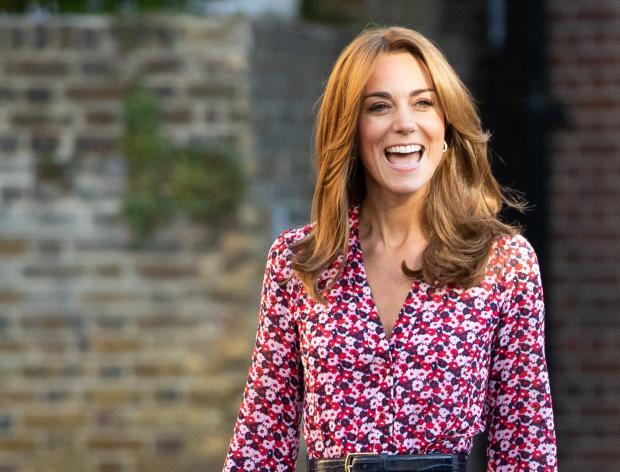 Красивая Кейт Миддлтон в цветочном платье