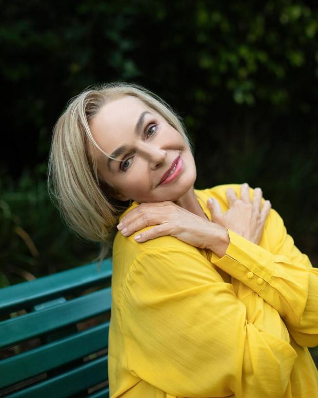 Наталья Андрейченко в желтой блузе