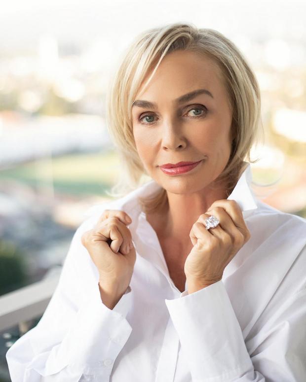 Наталья Андрейченко в белой рубашке