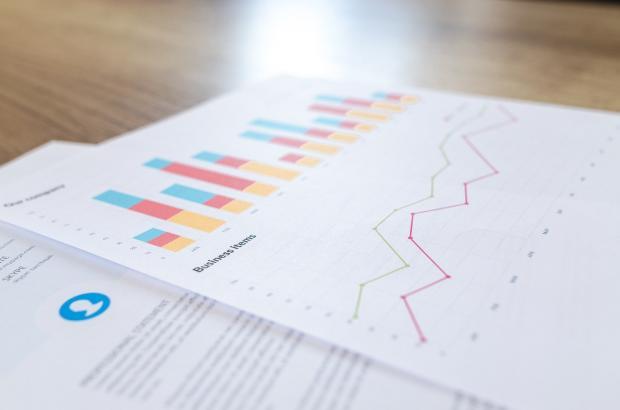 бумаги с финансовой аналитикой