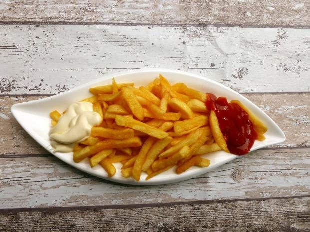 картофель фри с кетчупом и майонезом