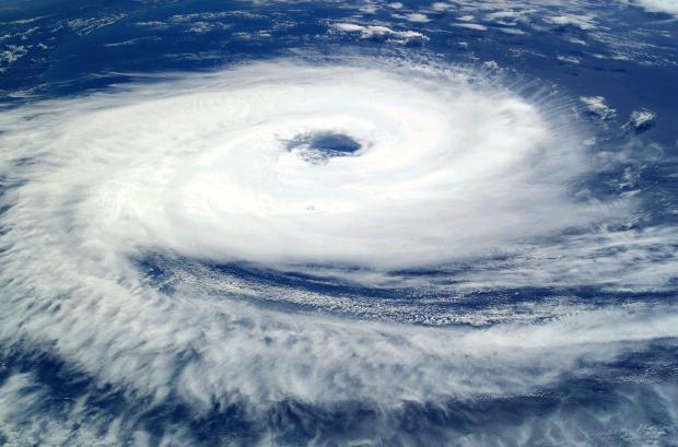 тайфун в тихом океане