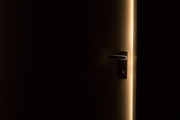 дверь в доме