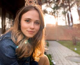 Анна Кошмал в образе Жени Ковалевой: актриса вызвала ностальгию у фанатов архивным фото