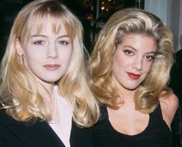 """Келли и Донна из """"Беверли Хиллз"""" не меняются с возрастом: яркое фото красивых актрис"""