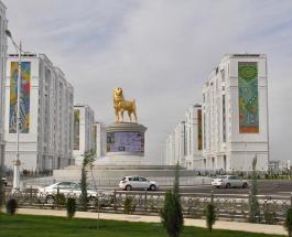 В столице Туркменистана открыли 15-метровый памятник собаке породы алабай