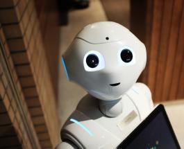Милый робот контролирует соблюдение масочного режима в японском магазине: видео