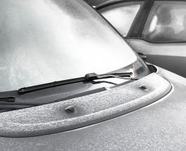 Лайфхак для водителей: быстро разморозить лобовое стекло автомобиля помогут 2 ингредиента