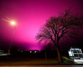 Фиолетовое свечение в небе вызвало беспокойство у жителей шведского города
