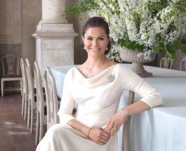 Праздничные украшения дома Принцессы Виктории: новые фото и видео королевской семьи Швеции