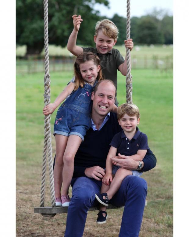 Принц Уильям с тремя детьми