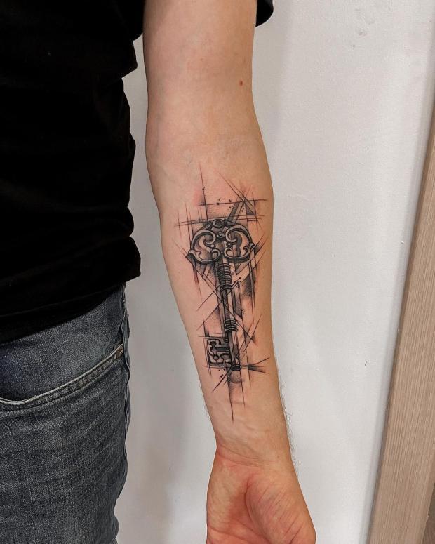 Татуировка в виде ключа