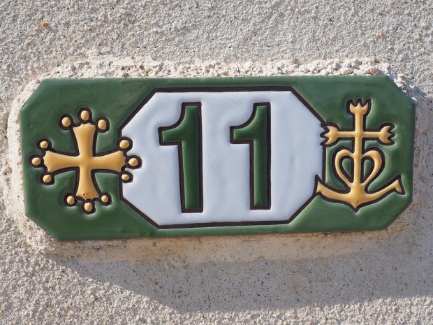 цифра 11 на номере дома или квартиры