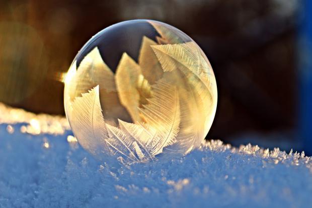 Мыльный замерзший пузырь