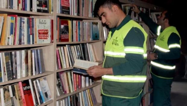 библиотека из выброшенных книг в Анкаре