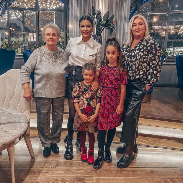 Ксения Бородина с мамой, бабушкой и дочками