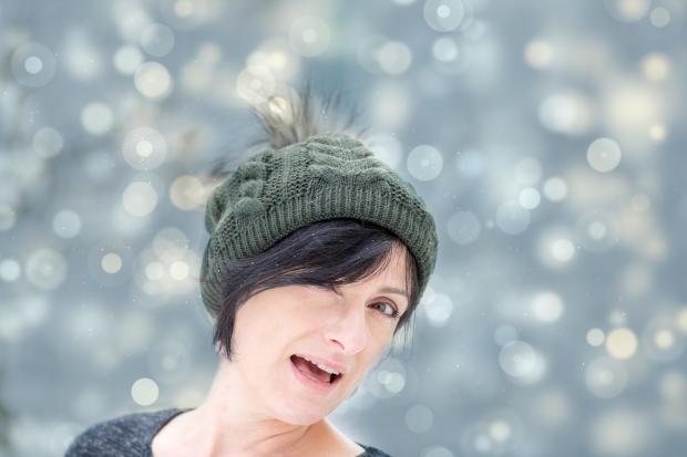женщина в шапочке