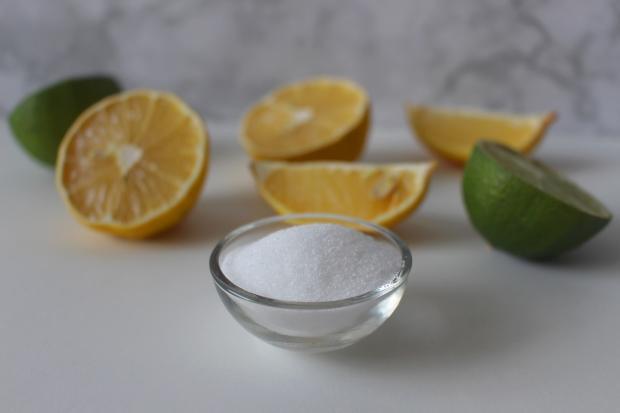 дольки лимона, лимонная кислота