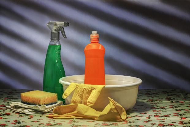 тазик, моющие средства, губка