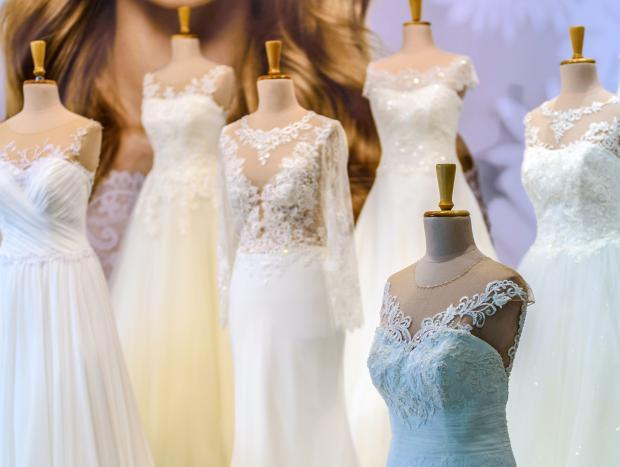 свадебные платья на манекенах