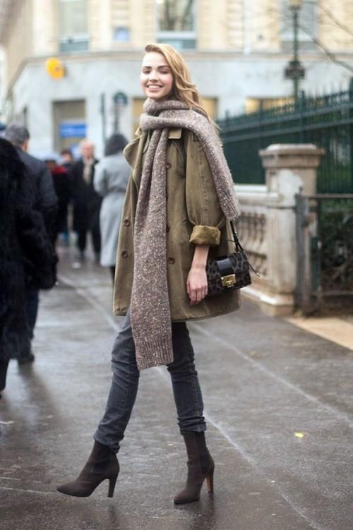 девушка в шарфе через одно плечо