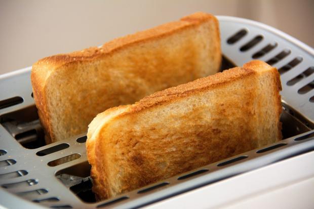 поджаренный в тостере хлеб