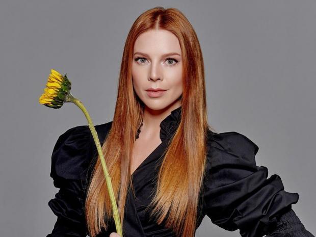 Наталья Подольская в черном платье