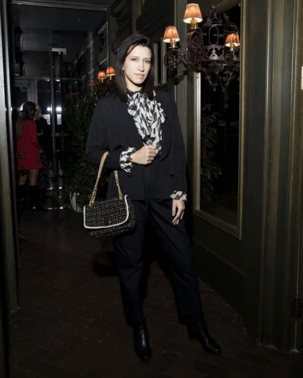 Елена Борщева в черном наряде
