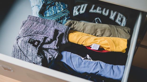 Одежда в тумбочке