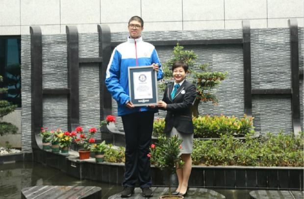 самый высокий подросток в мире