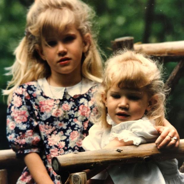 Лана Дель Рей в детстве с сестрой
