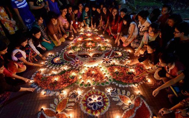 празднование фестиваля Дивали