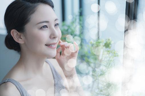 красивая молодая японская девушка